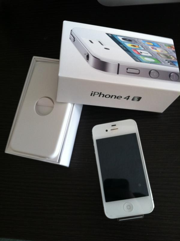 Новий Apple Iphone 32GB 4S, зображення 1