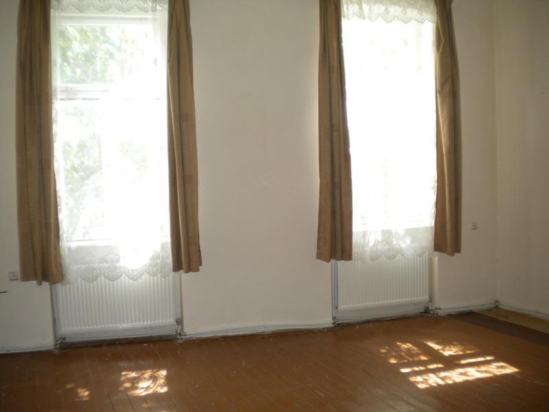 Продається житловий будинок у центрі м.Берегово, зображення 1
