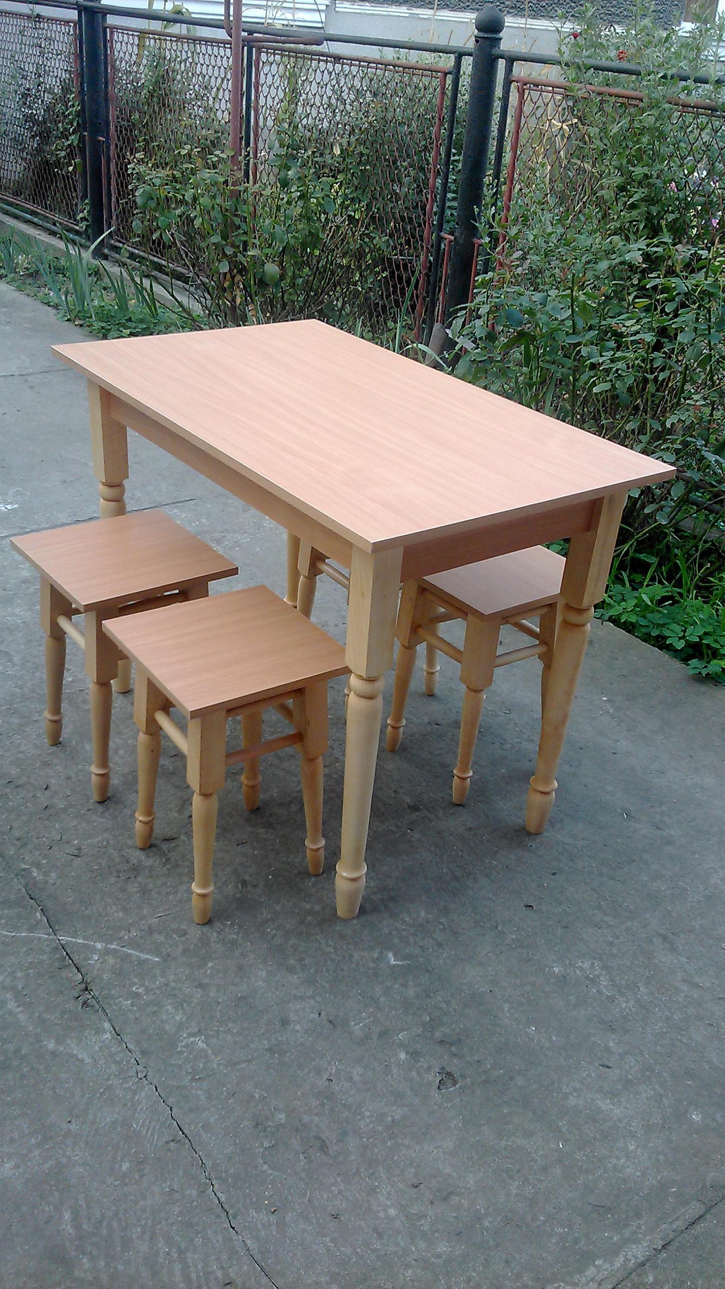 стіл та табуретки, зображення 1